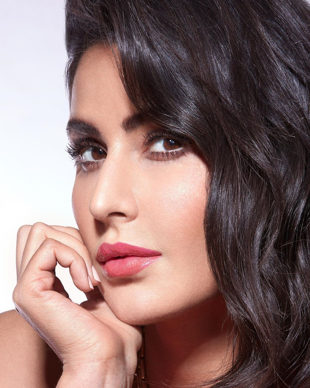 Katrina Kaif How to get my 3D lip look Step 1: Use the Matte Action Lip Wallpaper