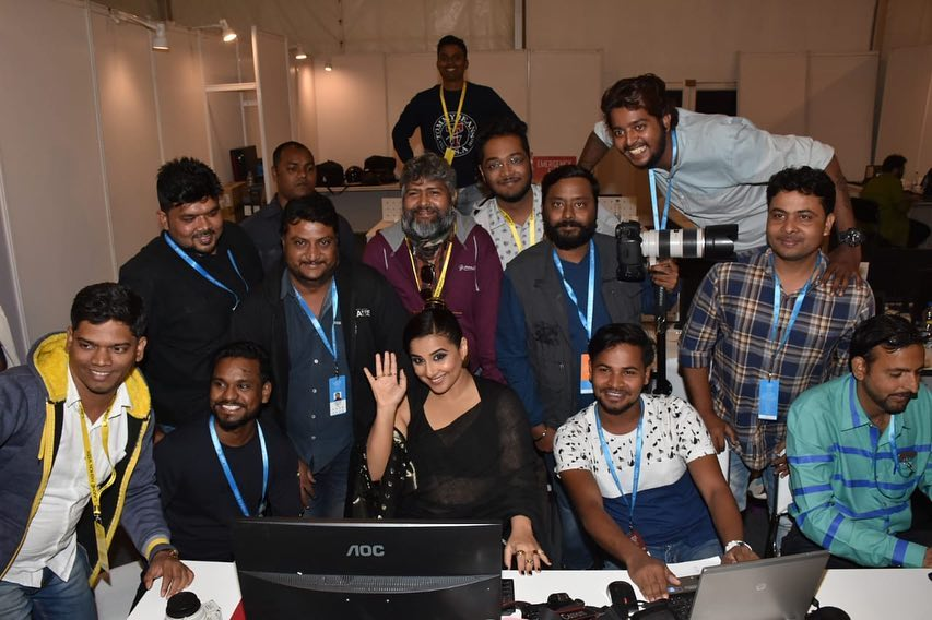 Vidya Balan Even photographers like to pose for pics. I see these faces… Wallpaper