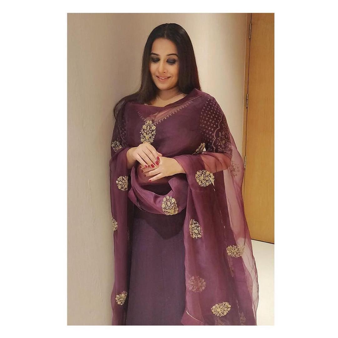 Vidya Balan For The Awards In Vizag Tonight , Outfit Jewellery Hair... Wallpaper