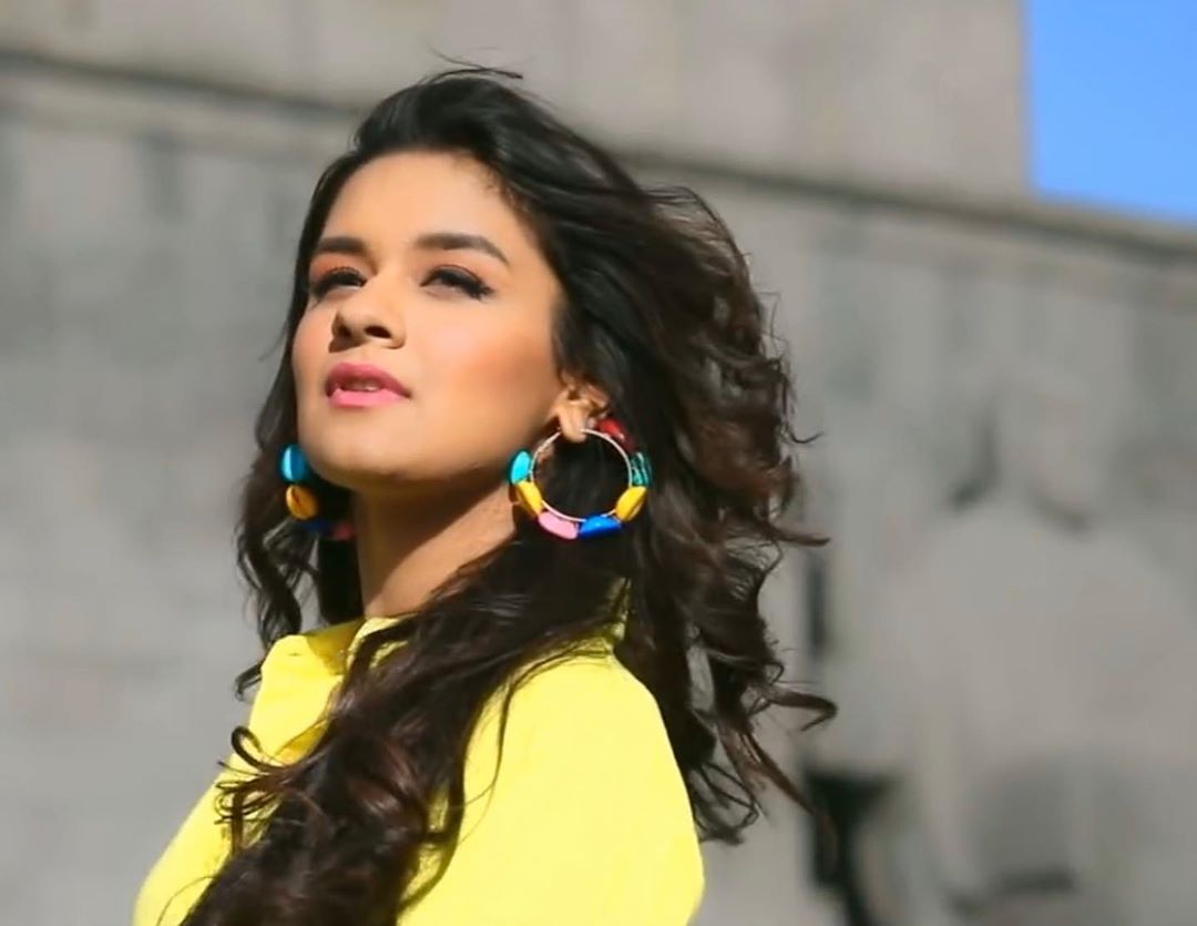 Avneet Kaur Wallpapers, Photos, Images &Amp; Pictures Here Are A Few Pictures From Kaali Meri Gaddi Did You Like The Song?