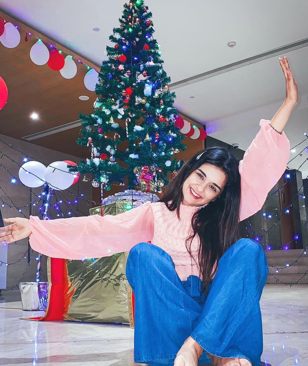 Avneet Kaur Wallpapers, Photos, Images &Amp; Pictures Dear Santa, Just Leave Your Credit Card Under The Tree. Merry Christmas Everyone Wearing- -