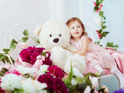 teddy-with-girl-cuty-snaps-image