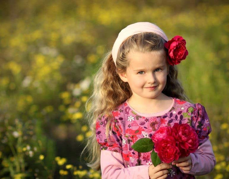 girl-with-little-flower