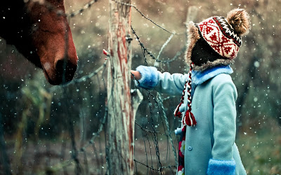 winter-snowflakes-horse-child-photo-wallpaper-1920x1200