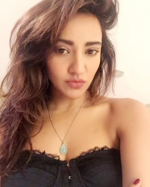 Neha Sharma Hot HD Pics WhatsApp DP  Celebrity Background