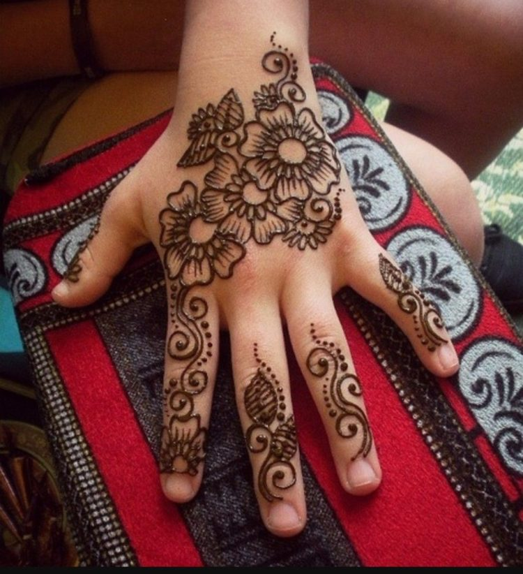 Simple Mehndi Design For Kids Images | Best Mehndi Designs For Kids