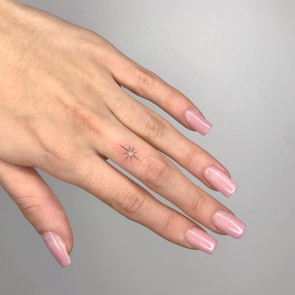 37 Mini Tattoos Of Moon And Stars To Bring A Piece Of Sky With You. | Pagina 23 Di 34 | Tiny Tattoo