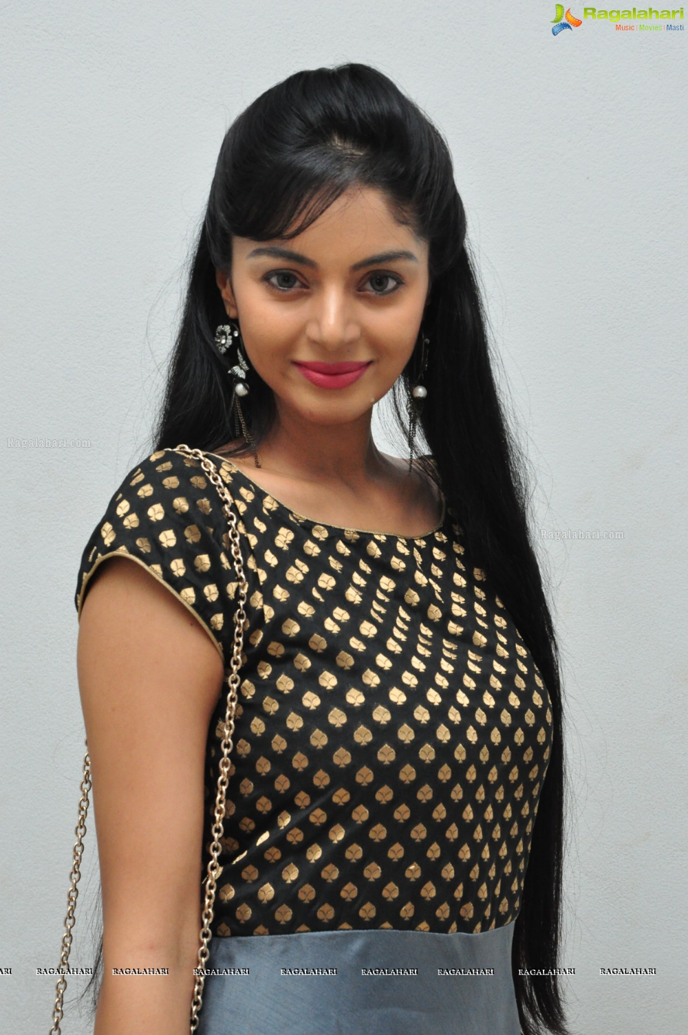 Sanam Shetty Image 14 | Telugu Actress Images,Images, Photos, Pictures, Hd Wallpapers